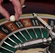 Online VS Offline Casinos: Pros And Cons Of Each Casino Type